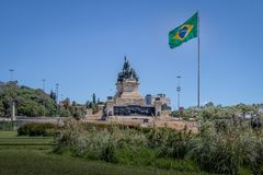 Monument aan de Onafhankelijkheid van Brazilië bij Onafhankelijkheidspark met Braziliaanse vlag in Ipiranga - Sao Paulo, Brazilië royalty-vrije stock foto