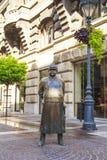 Monument aan de politieagent op de hoofdstraat in Boedapest, Hongarije Royalty-vrije Stock Afbeelding