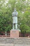 Monument aan Friedrich Engels in het park Stock Afbeelding