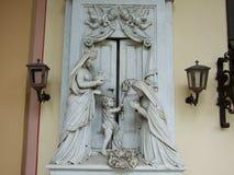 Monument aan het kerkhof met engelen royalty-vrije stock afbeeldingen