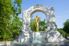 Monument aan Johann Strauss in het stadspark wenen stock fotografie