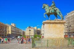 Monument aan Koning Charles III voor het Huis van Posto stock foto's