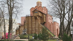 Monument aan koning Yaroslav Mydriy stock video