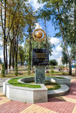 Monument aan kubus van zwarte grond Panino Rusland Stock Afbeeldingen