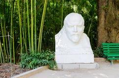Monument aan Lenin in de botanische tuin van Nikitsky stock afbeelding