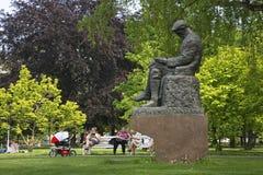 Monument aan Martin Kukucin in Medische tuin bratislava slowakije Royalty-vrije Stock Fotografie