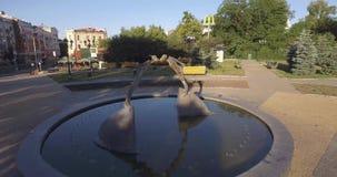 Monument aan minnaars stock video