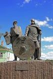 Monument aan Prins Rurik en Oleg van Novgorod in Staraya Ladoga, Stock Fotografie