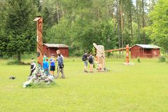 Monument aan redders van verpletterde helikopter in het Slowaakse Paradijs, gebied van torisko Å ¡ van Klà ¡ Royalty-vrije Stock Foto