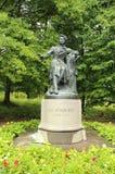 Monument aan Russische beroemde die dichter Alexander Pushkin in Bloederige Pushkinskiye wordt gevestigd, Pskov oblast, Rusland Royalty-vrije Stock Foto