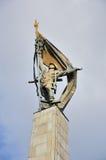 Monument aan Russische militair op kolom Stock Foto's