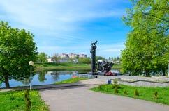 Monument aan 23ste Gardesoldaten op bank van Westelijke Dvina-Rivier, nizhne-Pokrovskaya Straat, Polotsk, Wit-Rusland Stock Foto's
