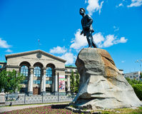 Monument aan Yakov Sverdlov en de Federale universiteit van Ural na BO Royalty-vrije Stock Foto