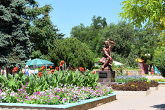 Monument Ashik Omer in het park Royalty-vrije Stock Afbeeldingen