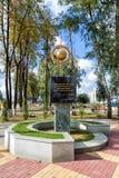 Monument au cube de sol noir Panino Russie Images stock