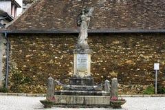 Monument aux enfants de Magnak qui sont morts pendant la première et deuxième guerre mondiale Magnac-Bourg france images libres de droits