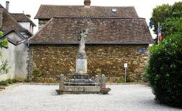 Monument aux enfants de Magnak qui sont morts pendant la première et deuxième guerre mondiale Magnac-Bourg france photo libre de droits