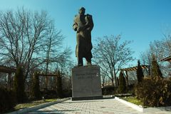 Monument av Anton Popov i Petrich - detta foto togs i Bulgarien Arkivbilder