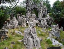 Monument av 18 16 Arhats i trädgården bak den storslagna templet för Nanyue Damiao tempel av det södra berget, Kina Royaltyfria Bilder