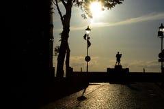 Monument av danspolermedelsoldaten med en flicka Grudziadz Royaltyfri Fotografi