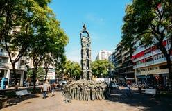 Monument av den Els Castellers monumentet, menande pyramid av folk som traditionellt byggs på festivaler i den Catalonia regionen arkivbilder