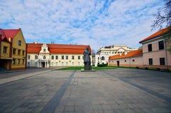 Monument av den litauiska poeten Maironis royaltyfri bild
