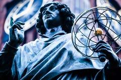 Monument av den stora astronomen Nicolaus Copernicus, Torun, Polen Royaltyfri Bild