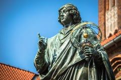 Monument av den stora astronomen Nicolaus Copernicus, Torun, Polen Arkivbild