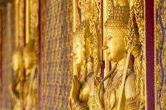 Monument av guld- buddha, tempel Thailand Royaltyfri Fotografi