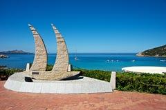 Monument av installationskonst som göras av granitstenen Arkivbild