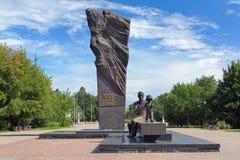 Monument av metallurgists i Cherepovets, Ryssland Royaltyfria Foton