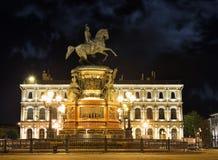 Monument av Piter First, Medniy skicklig ryttare, i St Petersburg, n Arkivbild