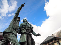 Monument av Saussure och Balmat på Chamonix Mont Blanc, Frankrike Royaltyfria Foton