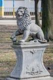Monument av stenlejonet på en sockel i Lviv royaltyfri fotografi