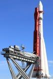 Monument av utrymmeraket Vostok i Moskva på den lanserande plattformen, Ryssland Royaltyfria Bilder
