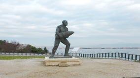 Monument berühmten türkischen Obergefreiten, Seyit Cabuk Seyit Onbasi, das ein Geschütz bei Canakkale trägt, martert ` Denkmal, d stock footage