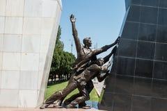 Monument in Bischkek, Kirgisistan zum Gedenken an die getötet in Aksy im Jahre 2002 und im April 2010 als die Kyrgyz Regierung ov Stockfotografie