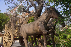 Monument chariot before the temples of Wat Qnalom Royalty Free Stock Photos