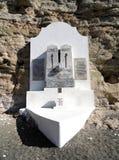 Monument chez Cajobabo peu de plage, mer des Caraïbes, Cuba Photos stock