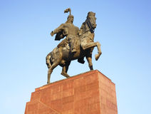 Monument d'Aikol Manas sur la place d'aile du nez-Trop à Bichkek kyrgyzstan photos libres de droits