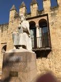 MONUMENT D'AVERROES DANS LA VILLE DE CORDOUE photo libre de droits