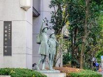 Monument d'enfant au lycée à Tokyo, Japon images libres de droits