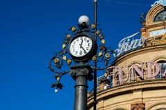 Monument d'horloge de Pedro Domecq et le coq bleu photos stock