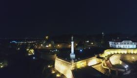 Monument dans la forteresse dans la nuit 2 images libres de droits