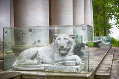 Monument dans la vieille terrasse près du palais Patrimoine d'Arkhangelskoye moscou Images stock