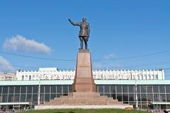Monument de Felix Dzerzhinsky vis-à-vis de gare ferroviaire photo stock