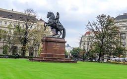 Monument de Francis II Rakoczi contre le Parlement hongrois photos libres de droits