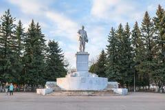 Monument de Lénine sur la place soviétique dans Rzhev, Russie Images libres de droits