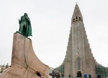 Monument de Leifur Eriksson près de Hallgrimskirkja photographie stock libre de droits