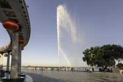 Monument de personnes de soirée de fontaine de parc de Harbin stalin photographie stock libre de droits